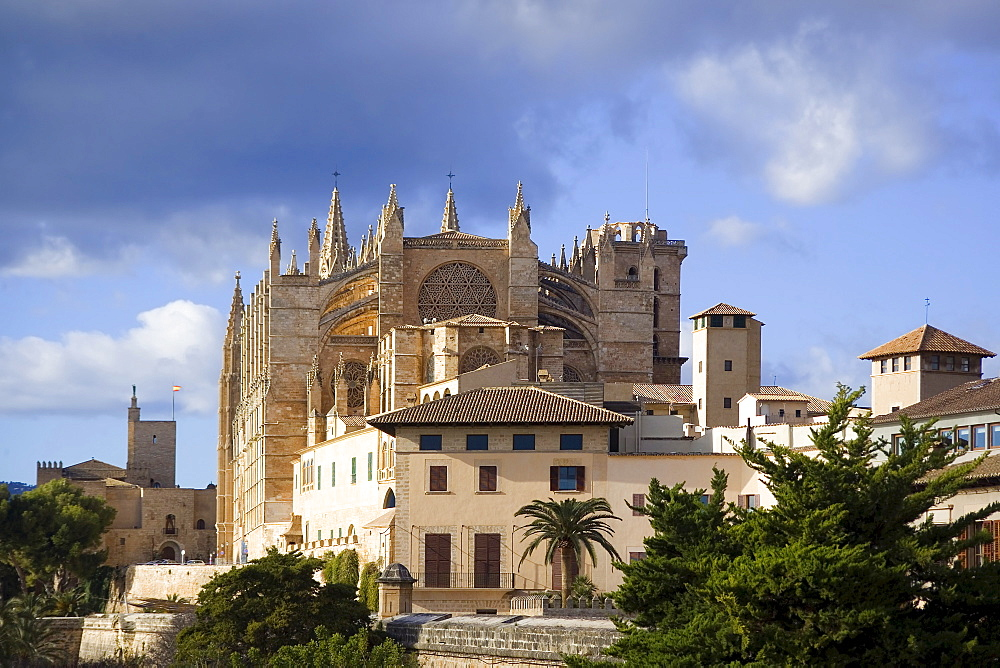 Palma de Mallorca, Kathedral, historic buildings, Almudaina Palace. Majorca, Balearic Islands, Spain, Europe