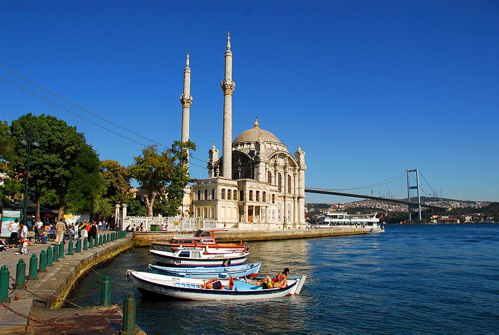 Ortakoey Camii (Ortakoey Mosque) at the Bosporus, Istanbul, Turkey