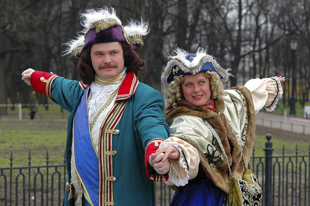 In front of the monument of Peter the Great a man and a lady pose as Peter the Great and Katharina the Great, St. Peteresburg, Russia