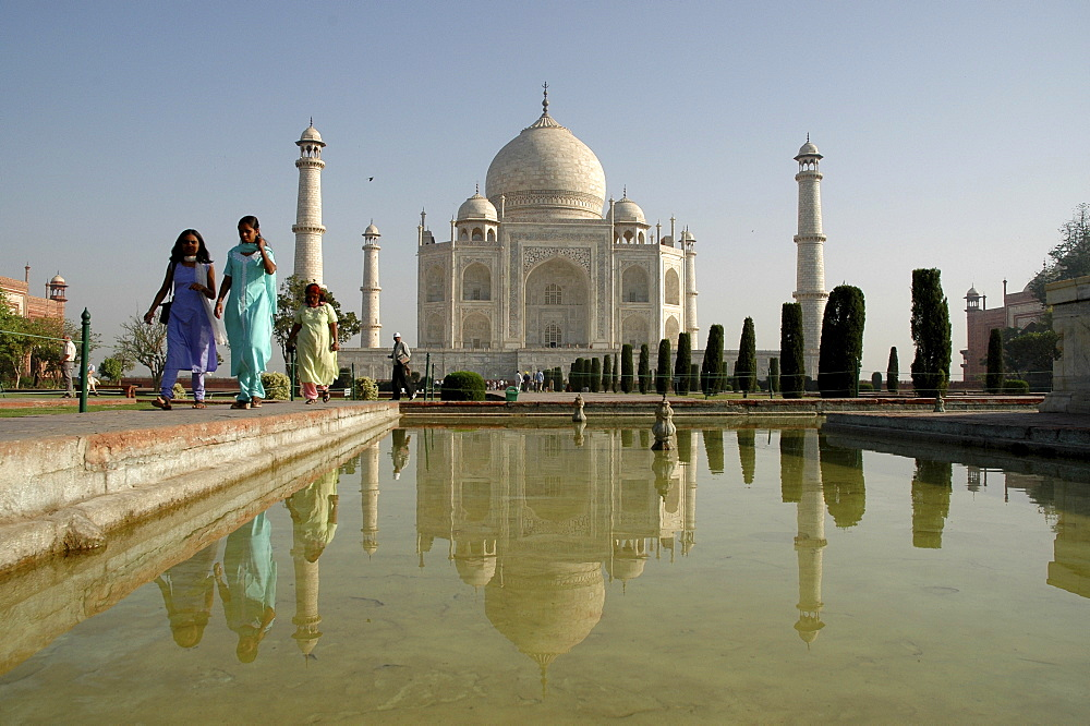 Taj Mahal in the morning light, Agra, India
