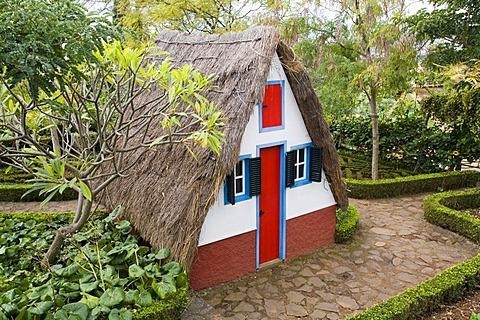 Casa de Colmo, thatched farmhouse, Botanical Garden, Funchal, Madeira, Portugal