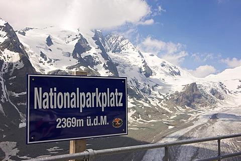 Pasterze Glacier at Grossglockner Mountain, Franz-Josefs-Hoehe, Grossglockner High Alpine Road, Hohe Tauern National Park, Salzburg, Austria, Europe