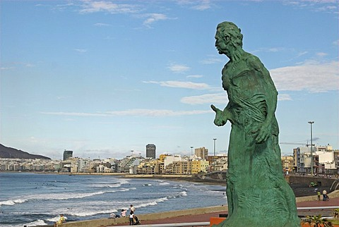 Monument of Alfredo Kraus, by artist Victor Ochoa, and the beach Playa de las Canteras, Las Palmas, Gran Canaria island, Spain, Europe
