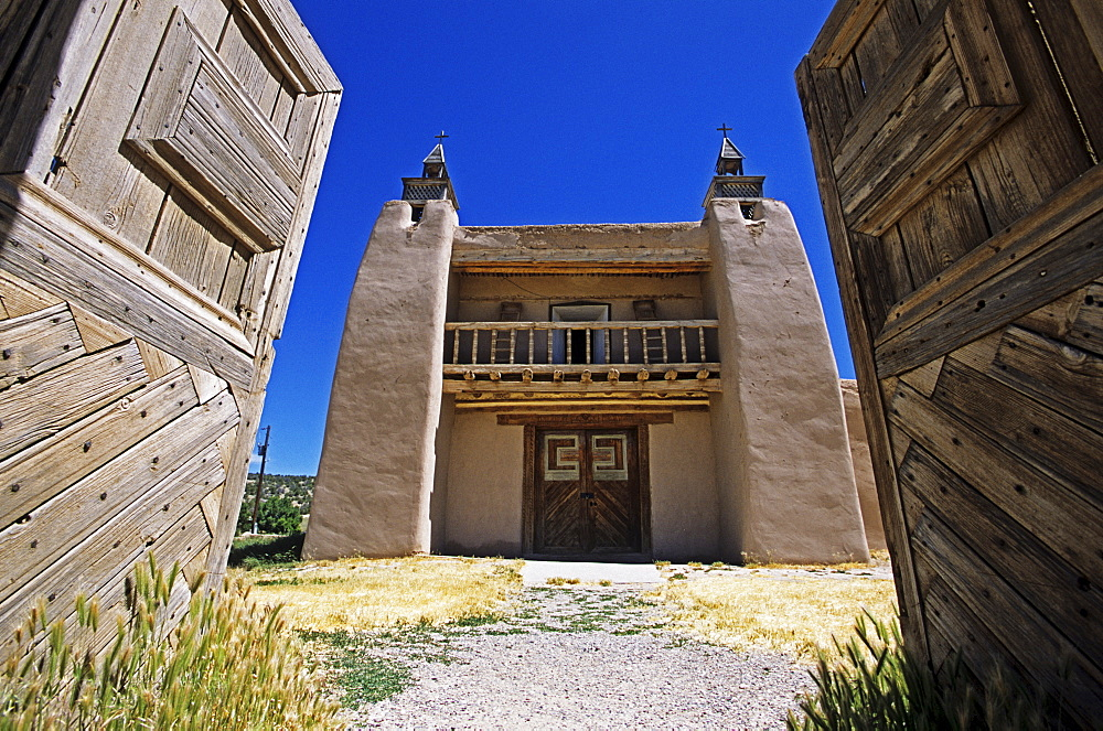 Church of San Jose de Gracia in Trampas at the High Road between Santa Fe and Taos, New Mexico, USA, America