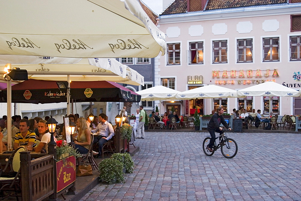 Restaurant with outside tables in the historic centre of Tallinn, Estonia, Europe - 832-299923