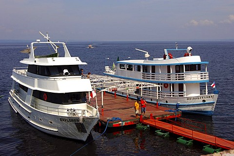 Excursion boats at a landing stage on the Rio Negro river, Manaus, Brasil