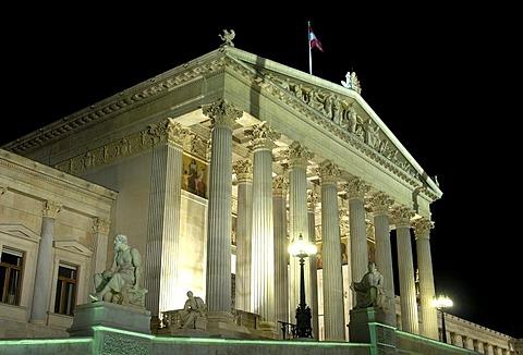 Nightshot of the parliament, Vienna, Austria