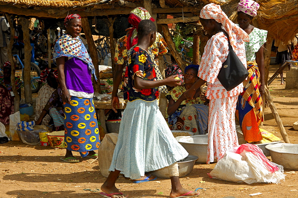 Bargaining women on a market, Burkina Faso
