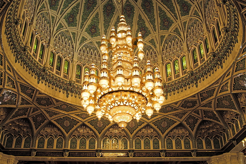 Chandelier made in Germany, Sultan Qaboos Mosque, Muscat, Sultanate of Oman, largest chandelier in the world, weight 8.5 tons, made of more than a million Swarovski crystals, 14 m long, 8 m wide, Oman