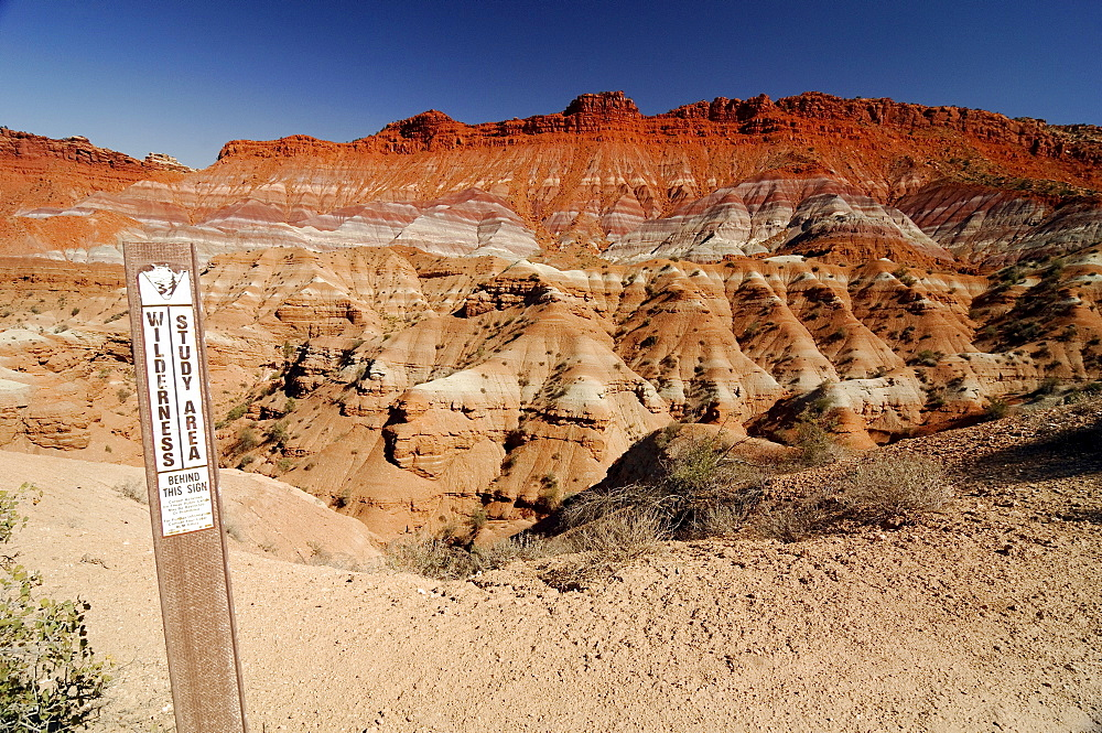 Sign marking a wilderness research area in the desert in front of sandstone mountains, eroded landscape along the Paria River, setting of many classic westerns, Grand Staircase Escalante National Monument, Utah, USA, North America