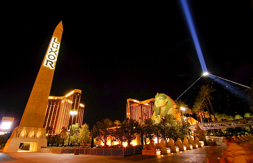 "Exterior, night, sphinx replica and the ""space beam, "" main entrance to the Luxor Hotel & Casino, Las Vegas Boulevard, Las Vegas, Nevada, USA, North America"