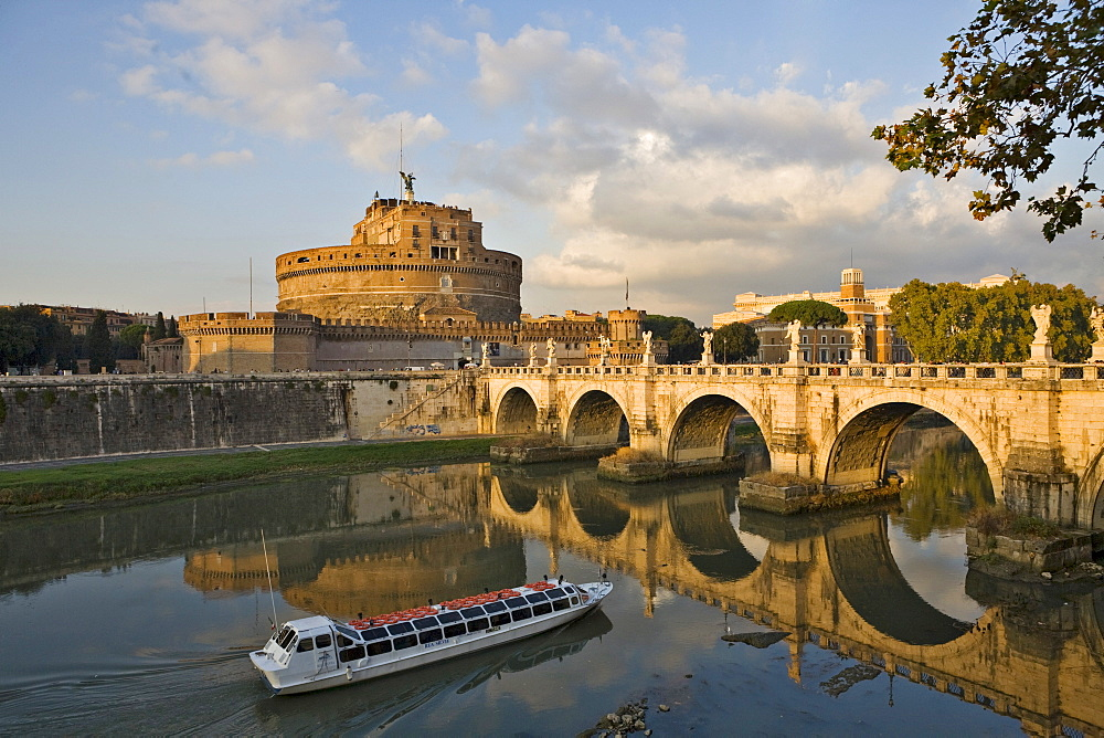 Sightseeing boat, Ponte Sant¥ Angelo bridge and Sant¥ Angelo castle before sunset, Rome, Italy, Europe