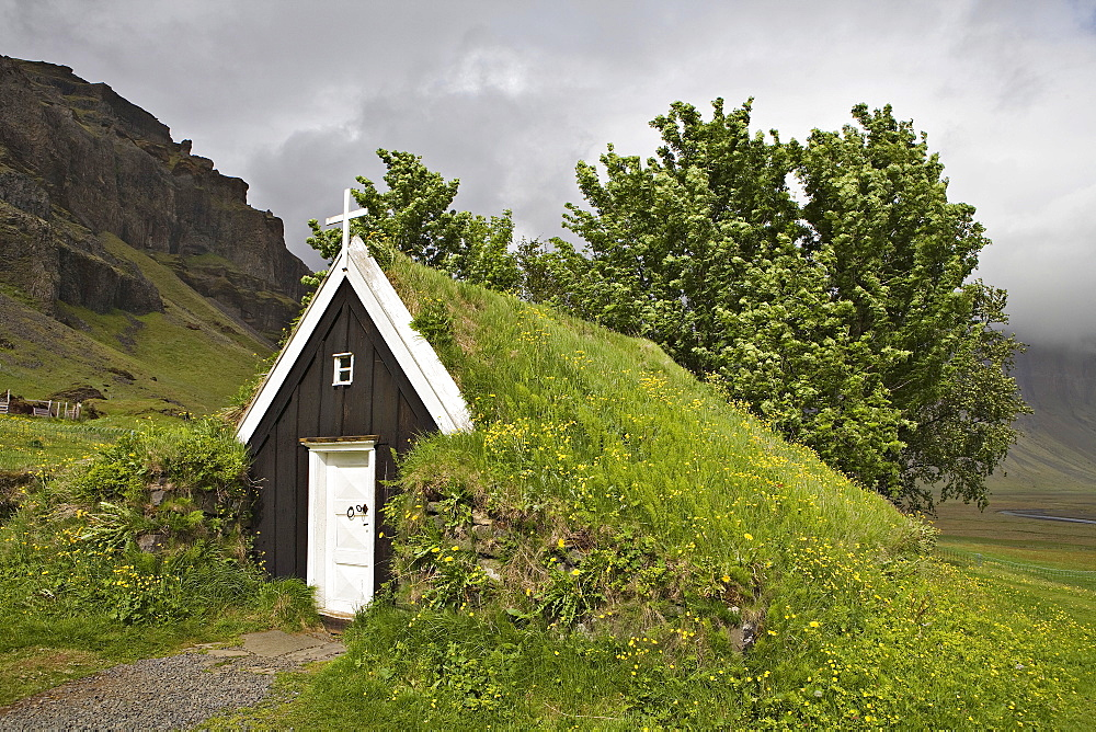 Seventeenth-century sod church, the smallest in Iceland, Nupsstaur farmyard, southern coast of Iceland, Atlantic Ocean