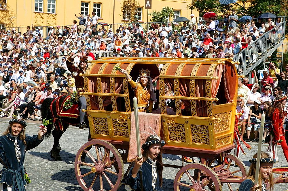 """""""The Bridal Carriage, """" Landshut Wedding historical pageant, Landshut, Lower Bavaria, Bavaria, Germany, Europe"""