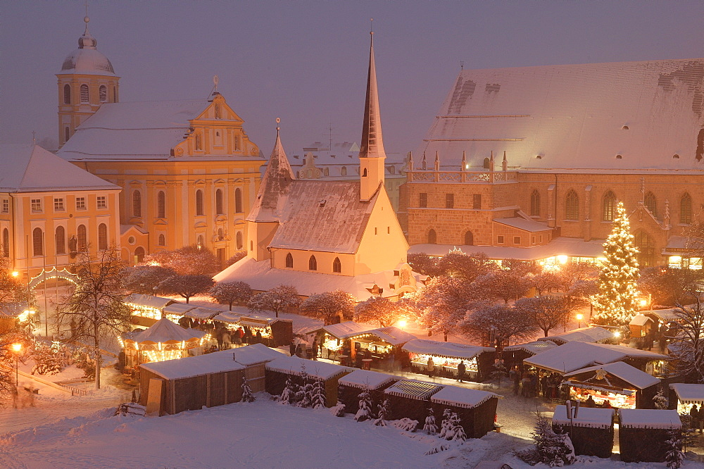 Christmas market in Altoetting, Upper Bavaria, Bavaria, Germany, Europe