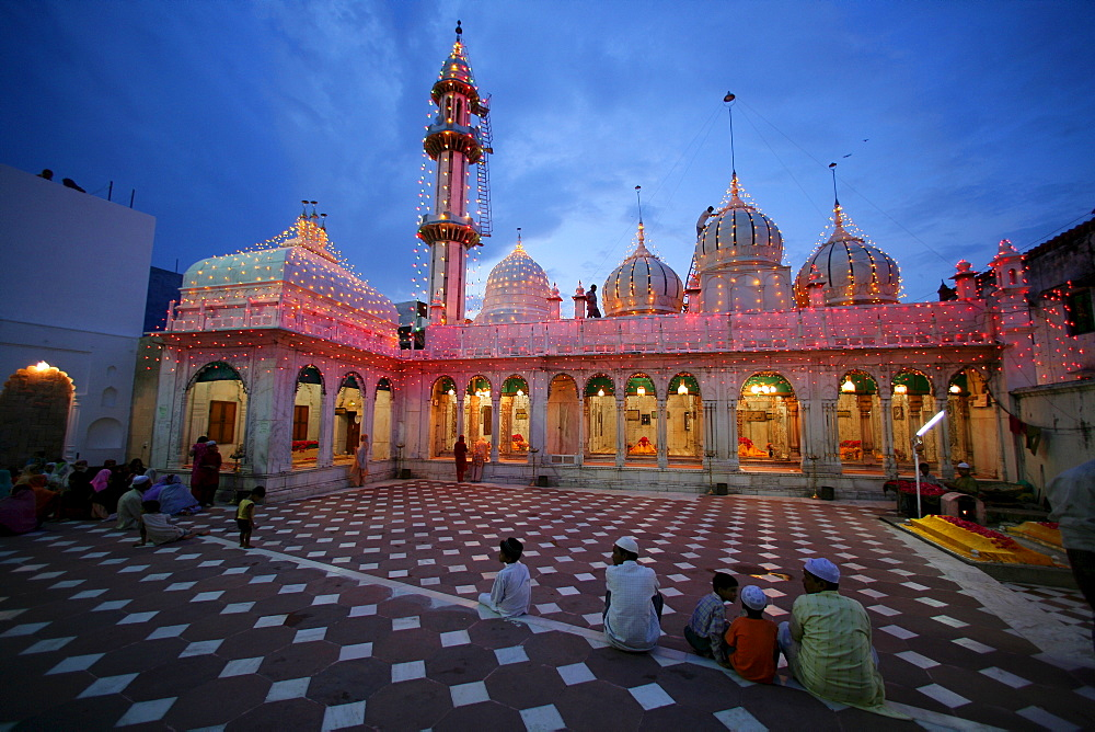Sufi shrine, Bareilly, Uttar Pradesh, India, Asia