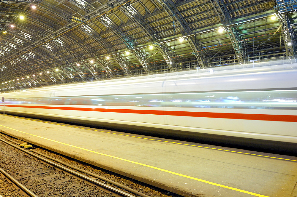 Cologne Central Station, railway station of Cologne, driving train, Cologne, North Rhine-Westphalia, Germany