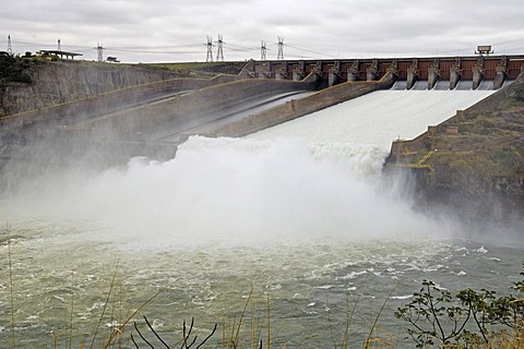 Water regulation of itaipu powerhouse, the largest water powerhouse of the world between paraguay and brasil