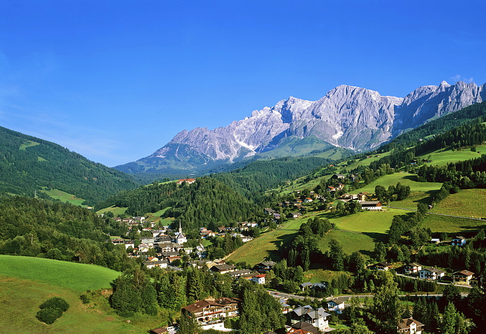Town of Muehlbach with Mt. Hochkoenig in background, Berchtesgadener Alps, Salzburger Land, Austria, Europe