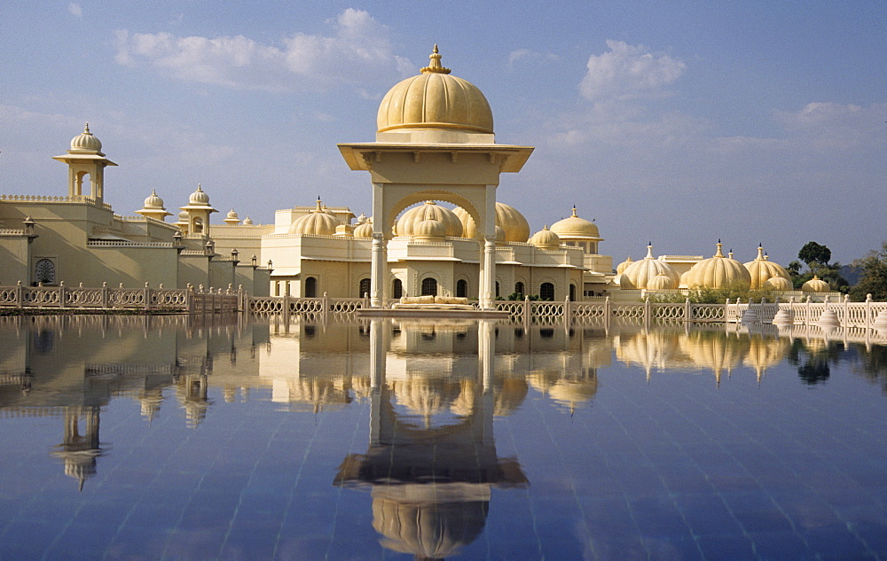 IND; India, Udaipur : Luxury Hotel resort of the Oberoi group. Udaivilas at the Pichola lake. One of many swimming pools. |
