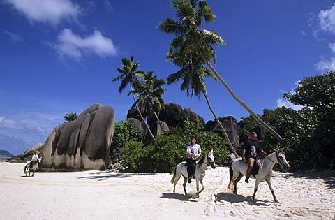 SYC, Seychelles, La Digue : Rocks at the beach Anse Source S'Argent.  