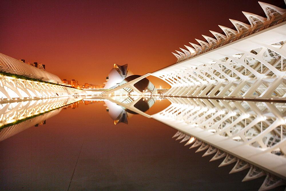 ESP, Spain, Valencia : Ciudad de las Artes Y de las Ciencias, City of arts and sciences. L'Hemisferic, Palau de les Arts Reina Sofia and Museo de las Ciencias Principe Filipe