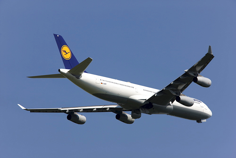 Lufthansa Airbus A340, one of three large-capacity aircraft stationed in Duesseldorf since May 2008 for connections to Canada and the USA, Duesseldorf International Airport, Duesseldorf, North Rhine-Westphalia, Germany, Europe