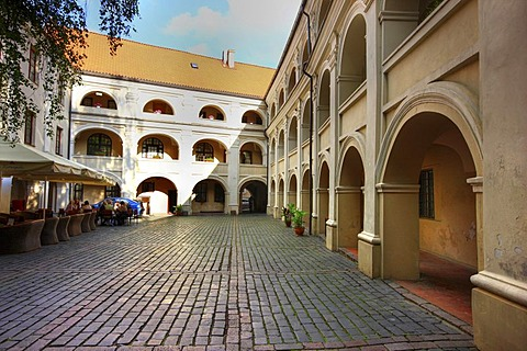 Alumnats inner courtyard, a typical historic city centre inner courtyard on Universiteto Gatve street, Vilnius, Lithuania, Baltic States, Northeastern Europe