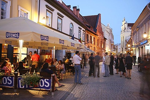 Restaurants and bars on Pilies Gatve street at night in the historic city centre of Vilnius, Lithuania, Baltic States, Northeastern Europe