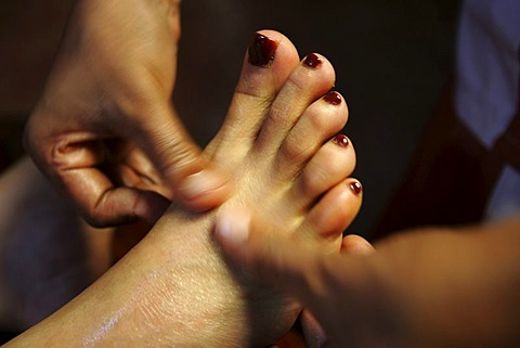 LKA, Sri Lanka : Siddhalepa Ayurveda Resort , Foot massage.