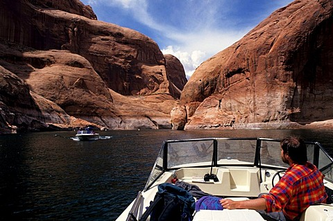 USA, United States of America, Arizona: Lake Powell, flooted canyon by the Colorado river.