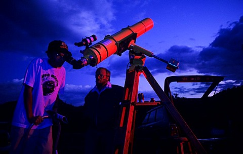 USA, United States of America, Arizona, Sedona: Hobby astronomer at an Astro Festival. - 832-317788