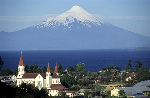 CHL, Chile: Puerto Varas on the shore of Lake Llanquihue.