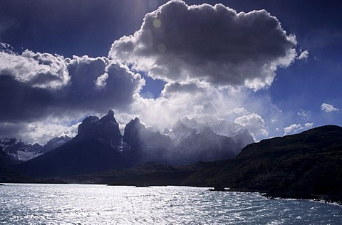 CHL, Chile, Patagonia: Torres del Paine National Park. Lake Pehoe, Mount Paine.