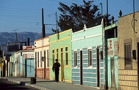 CHL, Chile, Atacama Desert: Calama, on one's way to school.