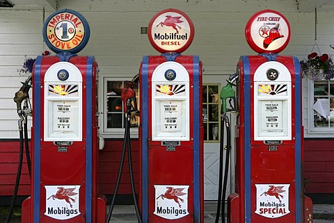 USA, United States of America. Gustavus : Historical Gas station, with old gas pumps.