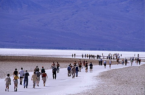 USA, United States of America, California: tourists in the Death Valley National Park.