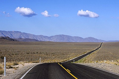 USA, United States of America, California: a road in the Mojave Desert.