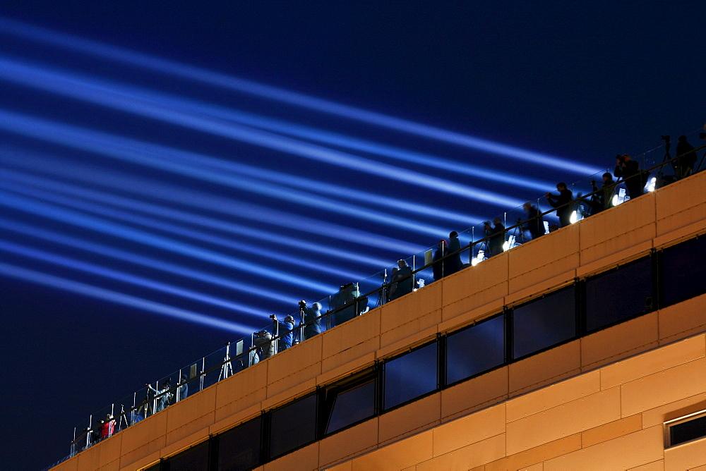 Light beams, Luminale 2008, biannual lighting festival, floodlights on the Galeria Kaufhof department store, Frankfurt, Hesse, Germany