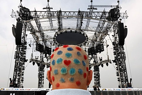 Shaved and coloured back of male head showing the logo design of the Loveparade 2007, Essen, NRW, Germany