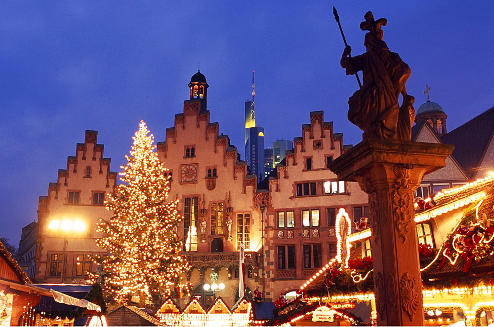 Christmas market, Roemer City Hall, Frankfurt, Hesse, Germany