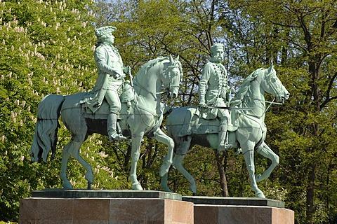 Bronze figurines Duke Karl Wilhelm Ferdinand and Duke Friedrich Wilhelm, Loewenwall, Braunschweig, Lower Saxony, Germany