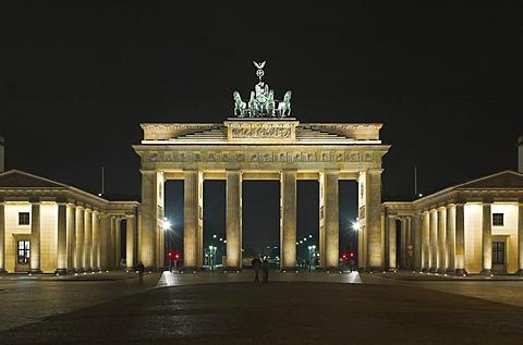 Brandenburger Tor at night, Berlin, Germany