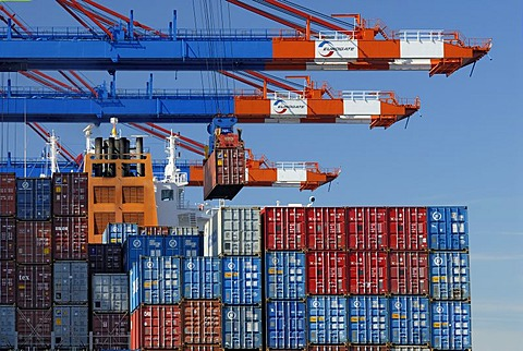 Container ship beeing loaded at container terminal Eurokay at Hamburg Harbour, Hamburg, Germany
