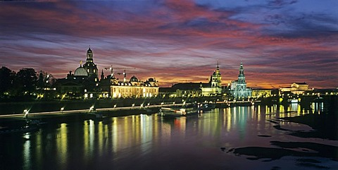 Bruhlsche Terrasse at River Elbe, Dresden, Saxony, Germany