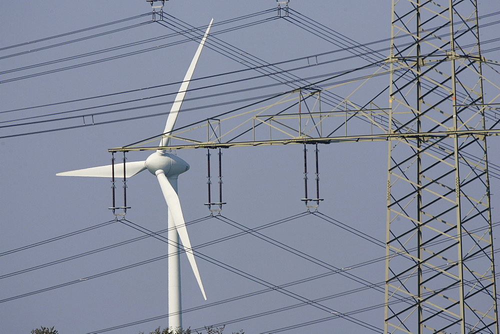 Wind energy plant and a pylon