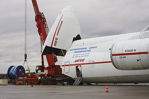 Loading with cable drums, Antonow An-225, Cologne Bonn Airport, Cologne, North Rhine-Westphalia, Germany