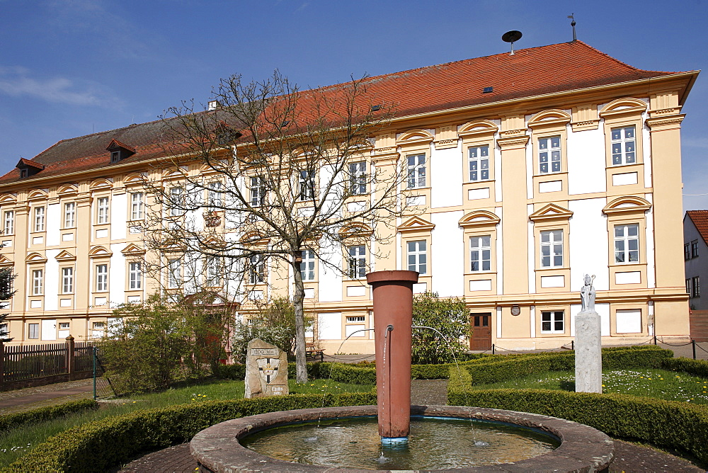 """Provost Palace """"Neue Propstei"""", """"New Provost"""", today a vicarage and school, Thulba, Markt Oberthulba, Rhoen, Lower Franconia, Bavaria, Germany, Europe"""