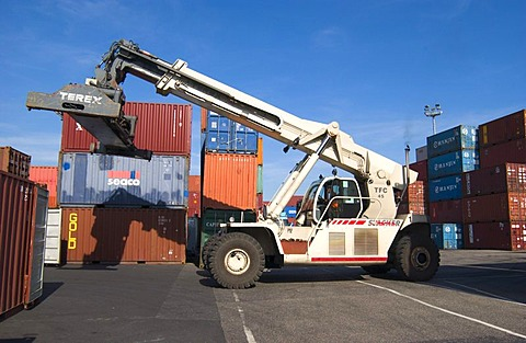 Mobile containerlift at Neuss Harbour, Germany