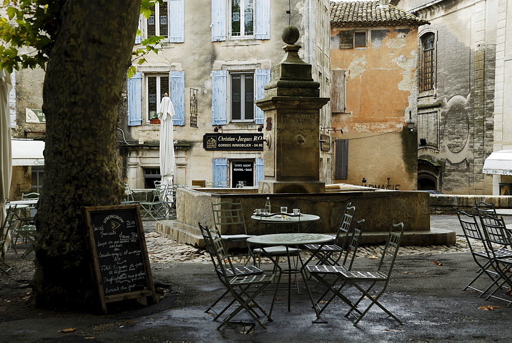 Fountain and cafe at a square in Gordes, Luberon Region, Provence, South of France